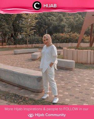 White on white, anyone? Image shared by Clozetter @tillagftr. Simak inspirasi gaya Hijab dari para Clozetters hari ini di Hijab Community. Yuk, share juga gaya hijab andalan kamu.