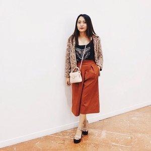 Kulot cenderung identik dengan warna monokrom, padahal kulot dengan warna lain akan membuat penampilanmu lebih hangat lho untuk musim penghujan kali ini. Yuk cari inspirasi padu padan celana kulotmu di sini . Photo by #ClozetteAmbassador @indripurwandari.  #ClozetteID #fashion #outfitinspiration #instafashion #clothes #instalook #outfit #ootd #portrait #clothing #style #look #lookbook #lookoftheday #outfitoftheday #ootd #stylish #instaoutfit #fashionjunkie #accessories #dainty #edgystyle #sneakers #minimalist