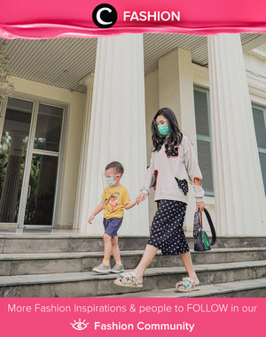 Clozette Ambassador @wynneprasetyo, our stylish mama, shared her cute sweatshirt styling with playful dress, sandals, and bag. Simak Fashion Update ala clozetters lainnya hari ini di Fashion Community. Yuk, share outfit favorit kamu bersama Clozette.