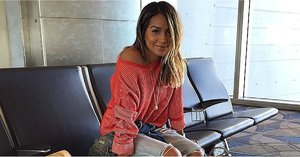 23 Perfect Travel Outfits From Girls Who Are Always on the Go