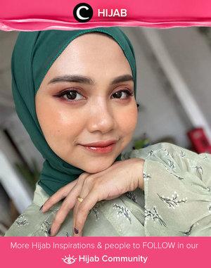 Put your makeup on!. It's Sunday! Image shared by Clozetter @ushwaaa. Simak inspirasi gaya Hijab dari para Clozetters hari ini di Hijab Community. Yuk, share juga gaya hijab andalan kamu.
