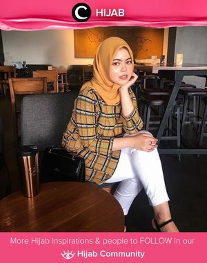 Hello, yellow! Clozetter @lylasabine tampil kasual dengan balutan kemeja kotak-kotak kuning dengan hijab berwarna senada, cocok untuk menjadi inspirasi outfit hari Jumat santaimu. Simak inspirasi gaya Hijab dari para Clozetters hari ini di Hijab Community. Yuk, share juga gaya hijab andalan kamu.