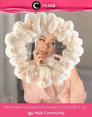 Rainy day won't stop Clozette Ambassador @fazkyazalicka from playing with makeup. Simak inspirasi gaya Hijab dari para Clozetters hari ini di Hijab Community. Yuk, share juga gaya hijab andalan kamu.