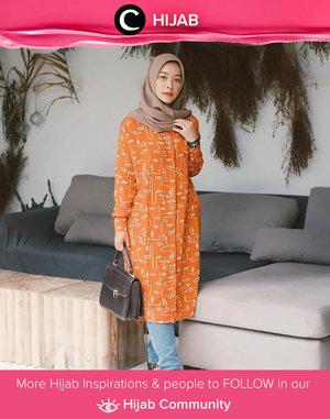 Ingin menambah semangat dan lebih produktif hari ini? Coba gunakan warna orange yang ceria seperti Clozette Ambassador @fazkyazalicka. Simak inspirasi gaya Hijab dari para Clozetters hari ini di Hijab Community. Yuk, share juga gaya hijab andalan kamu.