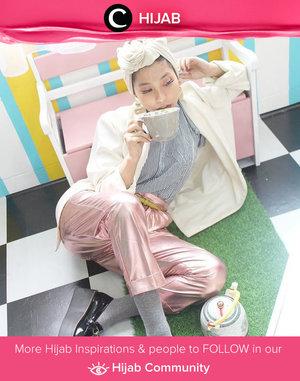 Clozette Ambassador @RimaSuwarjono shows her huge ladyboss energy thru this pastel look. Who's inspired? Simak inspirasi gaya Hijab dari para Clozetters hari ini di Hijab Community. Yuk, share juga gaya hijab andalan kamu.