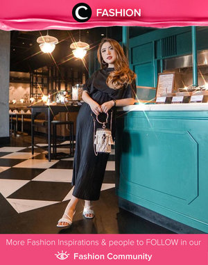 Life is party, so dress like it. Clozette Ambassador @priscaangelina wrapped in black pleated dress from Clle Official x Love and Flair. Simak Fashion Update ala clozetters lainnya hari ini di Fashion Community. Yuk, share outfit favorit kamu bersama Clozette.