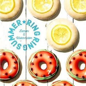 "Real summer taste in a doughnut. Krispy Kreme Jepang mengeluarkan donat dengan rasa buah semangka dan lemon! Krispy Kreme khusus memakai selai rasa semangka dan butiran coklat rasa semangka sebagai ""biji"" agar terlihat lebih real, loh. Clozette Crew penasaran seperti apa donat rasa semangka ini. Sayangnya, rasa donat unik ini hanya tersedia di gerai Krispy Kreme Jepang hingga pertengahan Juli 2016 nanti. #ClozetteID Photo from @krispykremejapan."