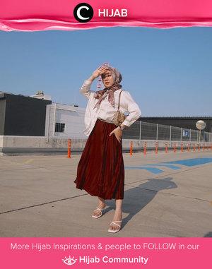 Kemeja putih memang sangat versatile dan bisa dipadu padan untuk berbagai look. Salah satunya hijab look yang classy ala Clozetter @nabilaaz ini. Simak inspirasi gaya Hijab dari para Clozetters hari ini di Hijab Community. Yuk, share juga gaya hijab andalan kamu.