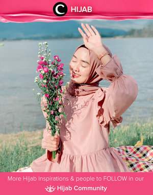 Time to sparkle and shine, it's Monday! Image shared by Clozetter @amaliahriz. Simak inspirasi gaya Hijab dari para Clozetters hari ini di Hijab Community. Yuk, share juga gaya hijab andalan kamu.