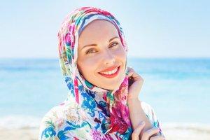Tips Memilih Outfit Hijab untuk Liburan dari Desainer Muslim