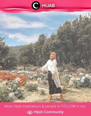 Clozetter @devinaanggraeni challenged herself to wear heels and skirt for hiking and she made it! Jadinya cantik sekali, ya, hasil foto di Gunung Papandayan ini. Simak inspirasi gaya Hijab dari para Clozetters hari ini di Hijab Community. Yuk, share juga gaya hijab andalan kamu.