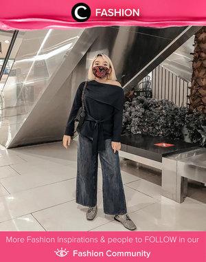 Terkesan edgy dan feminin sekaligus, Clozette Ambassador @lidyaagustin01 memadukan black off-shoulder top-nya bersama denim culotte. Simak Fashion Update ala clozetters lainnya hari ini di Fashion Community. Yuk, share outfit favorit kamu bersama Clozette.