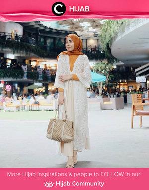 Clozetter @amaliafajrina looks elegant in sheer embroidered long outer. It's a must have item for every hijaber! Simak inspirasi gaya Hijab dari para Clozetters hari ini di Hijab Community. Yuk, share juga gaya hijab andalan kamu.