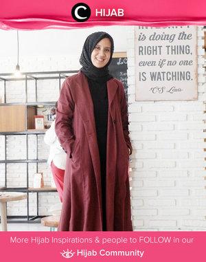 """Put your long coat and get stylish!"", said Clozetter @Inkaparamita, and we do agree with her! Simak inspirasi gaya Hijab dari para Clozetters hari ini di Hijab Community. Yuk, share juga gaya hijab andalan kamu."