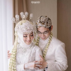 It's official! Happy wedding to our lovely Clozette Ambassador @ayuindriati with @erwinngunawan. ❤️❤️ @imagenic #ClozetteID
