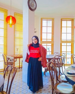 Food Hijab Traveler with Casual Style 😍