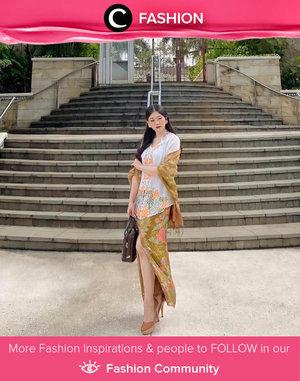 A woman shines differently while wearing kebaya. Image shared by Clozetter @ghinaaulia. Simak Fashion Update ala clozetters lainnya hari ini di Fashion Community. Yuk, share outfit favorit kamu bersama Clozette.