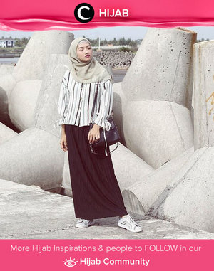 Clozetter @Arihastari looked very comfortable in her monochrome outfits. Simak inspirasi gaya Hijab dari para Clozetters hari ini di Hijab Community. Yuk, share juga gaya hijab andalan kamu.