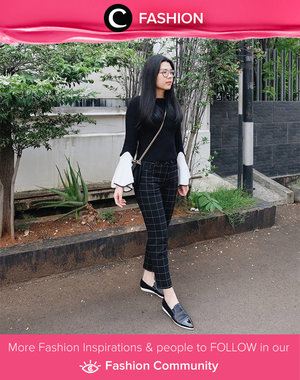 Flare sleeve, tartan pants, and pointed slip on. Monochrome theme outfit from head to toe. Simak Fashion Updates ala clozetters lainnya hari ini di Fashion Community. Image shared by Clozetter: @lisaandherworld. Yuk, share gaya andalan kamu bersama Clozette.