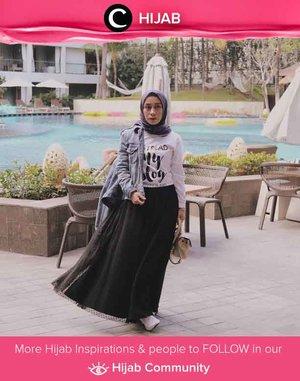 Agar lebih kasual, rok tutu kamu bisa dipasangkan dengan jaket jeans dan graphic t-shirt. Simak inspirasi gaya Hijab dari para Clozetters hari ini di Hijab Community. Image shared by Clozetter @fillyawie. Yuk, share juga gaya hijab andalan kamu.