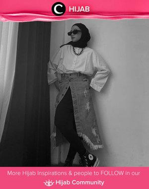 Bagi kamu yang ingin nyaman ber-legging dan tetap tertutup, kamu bisa coba styling ala Clozette Ambassador @karinaorin ini dengan menggunakan rok denim berkancing sebagai apron. Simak inspirasi gaya Hijab dari para Clozetters hari ini di Hijab Community. Yuk, share juga gaya hijab andalan kamu.