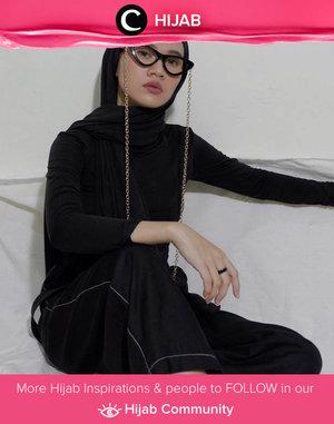 Cat eye glasses + chain strap = instant girl boss look! Image shared by Clozette Ambassador @karinaorin. Simak inspirasi gaya Hijab dari para Clozetters hari ini di Hijab Community. Yuk, share juga gaya hijab andalan kamu.