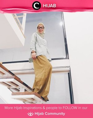 Stay covered yet beautiful for your fashion friday. Simak inspirasi gaya Hijab dari para Clozetters hari ini di Hijab Community. Image shared by Clozetter : @RegitaKurniavi. Yuk, share juga gaya hijab andalan kamu.