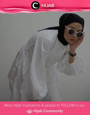 Tak terasa, hari ini sudah hari pertama puasa, ya. Untuk menyemangati harimu, outfit bernuansa warna putih dengan desain klasik bisa kamu kenakan untuk beragam kegiatan virtual. Image shared by Clozette Ambassador @karinaorin. Simak inspirasi gaya Hijab dari para Clozetters hari ini di Hijab Community. Yuk, share juga gaya hijab andalan kamu.