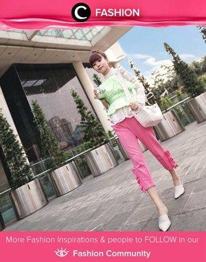 Aksen ruffle pada outfit Clozette Ambassador @steviiewong memberikan kesan feminin di tengah warna-warna yang playful dan ceria. Simak Fashion Update ala clozetters lainnya hari ini di Fashion Community. Yuk, share outfit favorit kamu bersama Clozette.