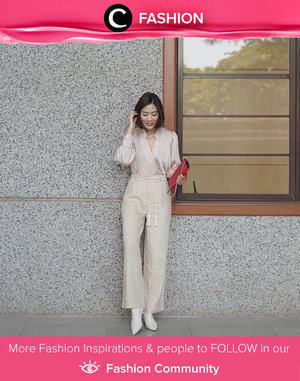Clozette Ambassador @janejaneveroo wrapped in head-to-toe mono tone outfit. She adds a red clutch as a statement item. What an elegant way to steal the attention! Simak Fashion Update ala clozetters lainnya hari ini di Fashion Community. Yuk, share outfit favorit kamu bersama Clozette.