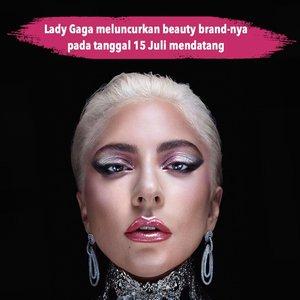 """""""I'm so grateful that make up has inspired a bravery in me I didn't know I had"""" - @ladygaga  Kabar baik datang dari penyanyi asal Amerika ini, setelah dinanti-nanti banyak orang akhirnya Lady Gaga akan meluncurkan beauty brand-nya sendiri! @hauslabs sudah bisa kamu pre-order pada tanggal 15 Juli mendatang.  Jadi, menurutmu apa produk pertama yang akan dikeluarkan oleh Mother of Monster ini? 📷 @hauslabs #ClozetteID #beautybrand #ladygaga #makeup"""