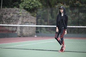 Biasanya pemakai hijab kesulitan memilih workout outfit yang nyaman dan stylish karena terbatasnya pilihan. Sekarang kita bisa contek gaya Clozette Ambassador Cassandra yang bebas bergerak saat olahraga dengan workout outfit dari Nike.#ClozetteID #BetterForIt #ForABetterMe