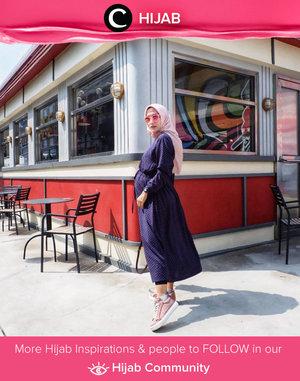 Friday is long dress as tunic kinda day! Image shared by Clozetter @ellynurul. Simak inspirasi gaya Hijab dari para Clozetters hari ini di Hijab Community. Yuk, share juga gaya hijab andalan kamu.