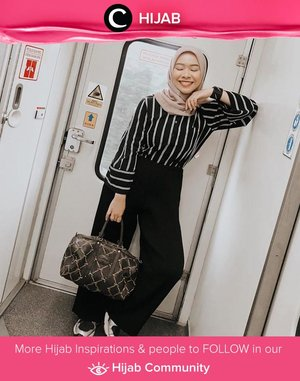 Clozette Ambassador @fazkyazalicka was in vacation mood with her striped shirt, duffle bag, and a pair of sneakers! Simak inspirasi gaya Hijab dari para Clozetters hari ini di Hijab Community. Yuk, share juga gaya hijab andalan kamu.