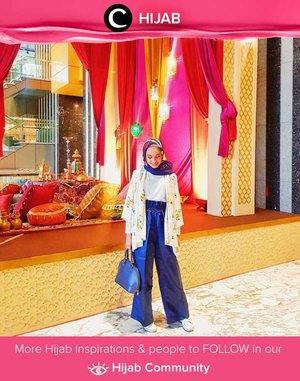 Nuansa biru elektrik pada keseluruhan outfit Clozetter @silviaputri memberi kesan modern dan chic. Simak inspirasi gaya Hijab dari para Clozetters hari ini di Hijab Community. Yuk, share juga gaya hijab andalan kamu.