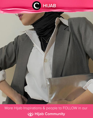 In the mood for something formal yet stylish? Try Clozette Ambassador @karinaorin's style with upturned collar. Simak inspirasi gaya Hijab dari para Clozetters hari ini di Hijab Community. Yuk, share juga gaya hijab andalan kamu.
