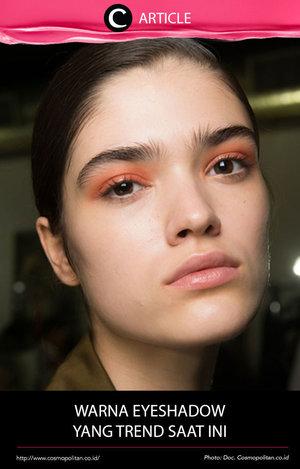 Eyeshadow berwarna benar-benar merajai Spring/Summer 2017 kali ini. Bisa dilihat melalui style warna eyeshadow dari berbagai brand besar. Baca selengkapnya di http://bit.ly/2opflPv. Simak juga artikel menarik lainnya di Article Section pada Clozette App.