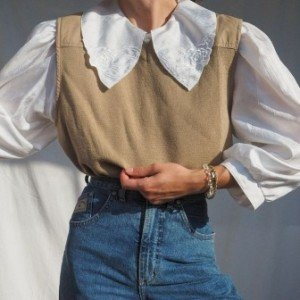 Intip Trend Oversized Collar dengan Gaya Vintage yang Lagi Nge-hits!