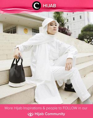 Clozette Ambassador @karinaorin maximized her white on white outfit with white bucket hat from HATu. Simak inspirasi gaya Hijab dari para Clozetters hari ini di Hijab Community. Yuk, share juga gaya hijab andalan kamu.