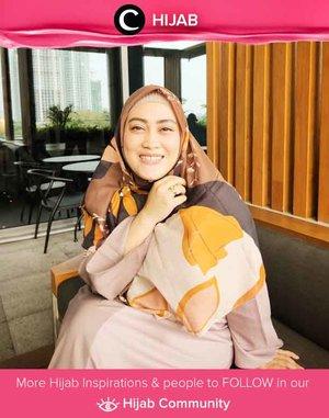 Clozetter @andiyaniachmad memulai harinya dengan pikiran positif dan scarf cantik dari Restu Anggraini. Simak inspirasi gaya Hijab dari para Clozetters hari ini di Hijab Community. Yuk, share juga gaya hijab andalan kamu.