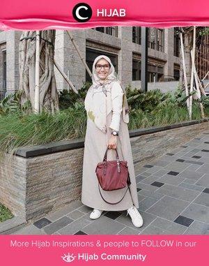 Clozetter @ellynurul looks elegan in lilac and white. Simak inspirasi gaya Hijab dari para Clozetters hari ini di Hijab Community. Yuk, share juga gaya hijab andalan kamu.