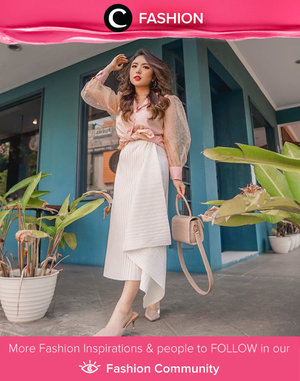 Never thought that white pleated skirt will look this good when paired with puff sleeve top! We love this feminine look inspo from Clozette Ambassador @priscaangelina. Simak Fashion Update ala clozetters lainnya hari ini di Fashion Community. Yuk, share outfit favorit kamu bersama Clozette.