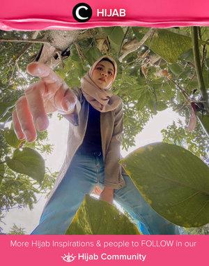 Smart casual look ala Clozette Ambassador @Vannysariz: gingham long outer paired with straight-cut jeans. Simak inspirasi gaya Hijab dari para Clozetters hari ini di Hijab Community. Yuk, share juga gaya hijab andalan kamu.