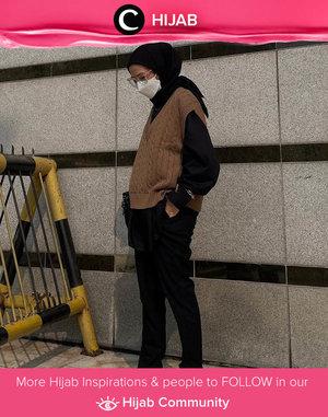 Siapa yang setuju kalau tahun ini tahunnya knitted goods? Mulai dari vest hingga polo dan set menjadi koleksi terbaru brand fashion lokal dan luar negeri. Image shared by Clozette Ambassador @karinaorin. Simak inspirasi gaya Hijab dari para Clozetters hari ini di Hijab Community. Yuk, share juga gaya hijab andalan kamu.