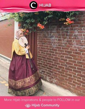 Hanbok, busana tradisional Korea, merupakan salah satu busana tradisional yang sangat modest dan hijab-friendly, ya! Simak inspirasi gaya Hijab dari para Clozetters hari ini di Hijab Community. Image shared by Clozetter @mellarisya. Yuk, share juga gaya hijab andalan kamu.