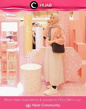 Dare to try head-to-toe baby pink outfit like Star Clozetter @safiranys? Simak inspirasi gaya Hijab dari para Clozetters hari ini di Hijab Community. Yuk, share juga gaya hijab andalan kamu.
