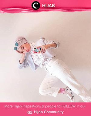 Stay playful in white on white! Image shared by Clozette Ambassador @rimasuwarjono. Simak inspirasi gaya Hijab dari para Clozetters hari ini di Hijab Community. Yuk, share juga gaya hijab andalan kamu.