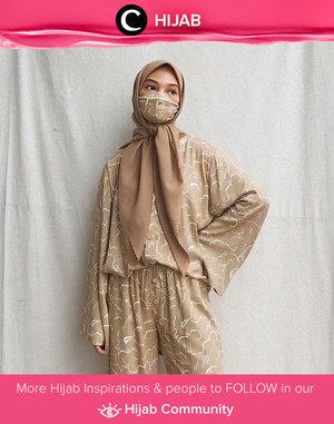Since mask is the new fashion trend right now, why not matching your outfit with face mask like Clozette Ambassador @Imeldaaf? Simak inspirasi gaya Hijab dari para Clozetters hari ini di Hijab Community. Yuk, share juga gaya hijab andalan kamu.