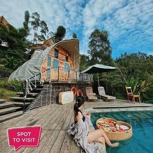 #SpotToVisitGlamour Camping Legok Kondang @glamping_ciwidey, Desa Lebakmuncang, Jawa Barat.Yuk tag teman yang mau kamu ajak ke sini..📷 @claudiangelia @city_kaisar @rifkiantariksa#ClozetteID #glamping #glampingciwidey
