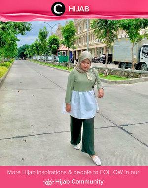 Padupadan warna hijau dan putih memang tak pernah membosankan, ya. Setuju, nggak, Clozetters? Image shared by Clozetter @sridevi_sdr. Simak inspirasi gaya Hijab dari para Clozetters hari ini di Hijab Community. Yuk, share juga gaya hijab andalan kamu.